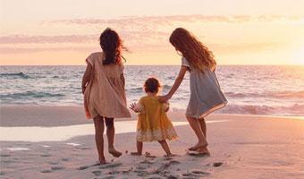 Comment préparer ses premières vacances avec un bébé?