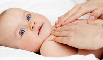 Les bienfaits du massage pour bébé