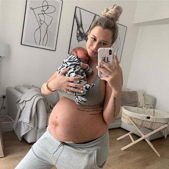 femme enceinte avec bébé - selfie
